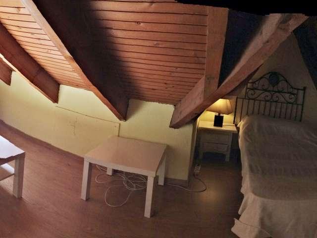 Habitación amueblada en piso en Pozuelo de Alarcón, Madrid