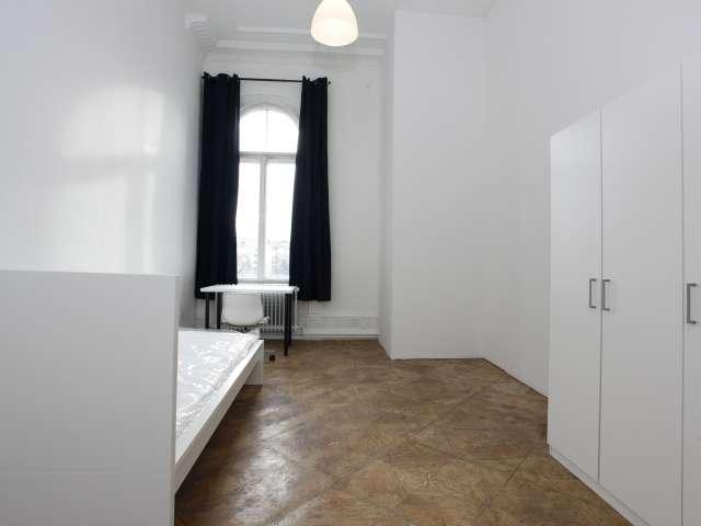 Zimmer zu vermieten in 6-Zimmer-Wohnung in Kreuzberg, Berlin
