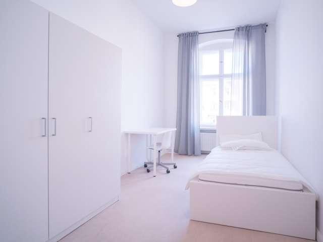Zimmer in Apartment mit 5 Schlafzimmern in Prenzlauer Berg