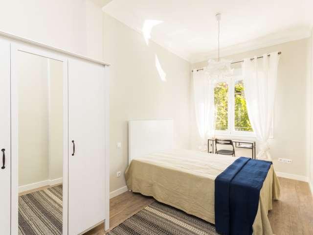 Luminous room in 5-bedroom apartment in Salamanca, Madrid