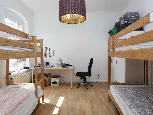Ausgestattetes Mehrbettzimmer in Ferienwohnung in Treptow-Köpenick