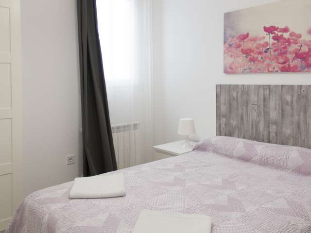 Cozy room in 3-bedroom apartment in Imperial, Madrid