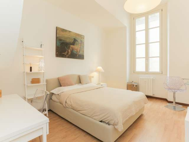 Camera in appartamento con 4 camere da letto nel centro storico di Milano