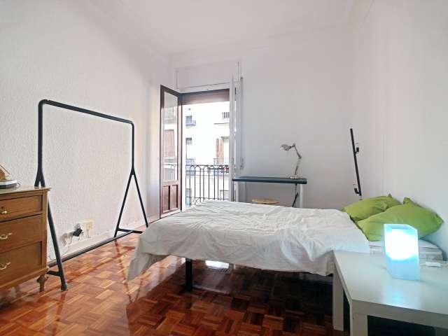 Elegante habitación en apartamento de 3 dormitorios en alquiler en Malasaña
