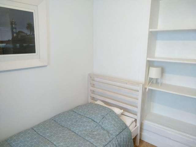 Excelente quarto para alugar em apartamento de 3 quartos na Ajuda, Lisboa