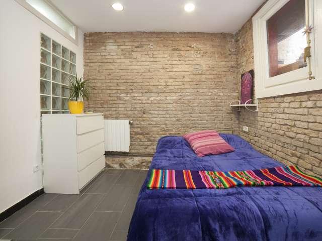Stylish room in 4-bedroom apartment in Poble-sec, Barcelona