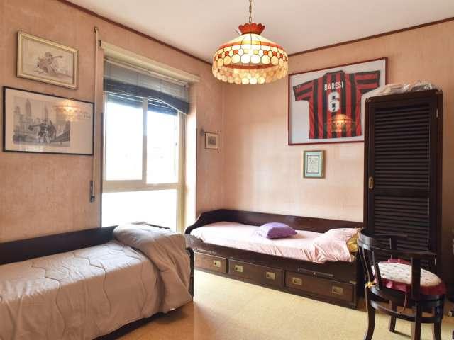 Amplia habitación en un apartamento de 3 dormitorios en Ostiense, Roma