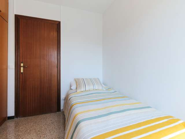 Room for rent in 3-bedroom apartment in Canyelles, Barcelona
