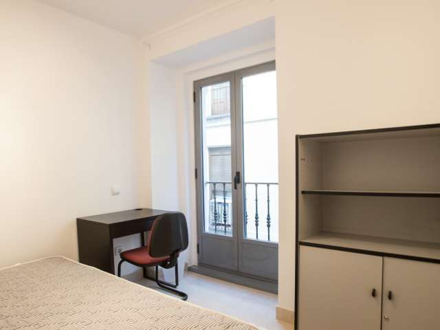 Decorated room in shared apartment in Puerta del Sol, Madrid