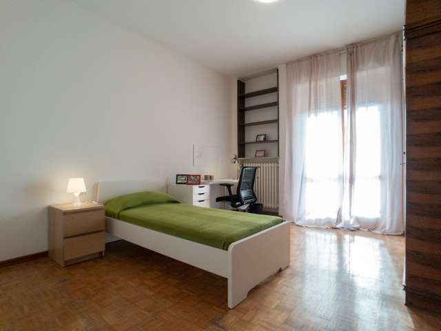 Sunny room for rent in Turro, Milan