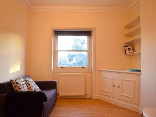 1-bedroom flat to rent in Chalk Farm, London
