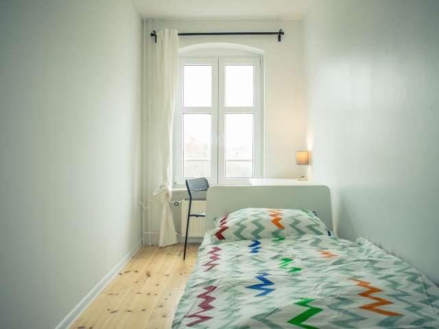 Gemütliches Zimmer in Wohnung mit 5 Schlafzimmern in Kreuzberg, Berlin