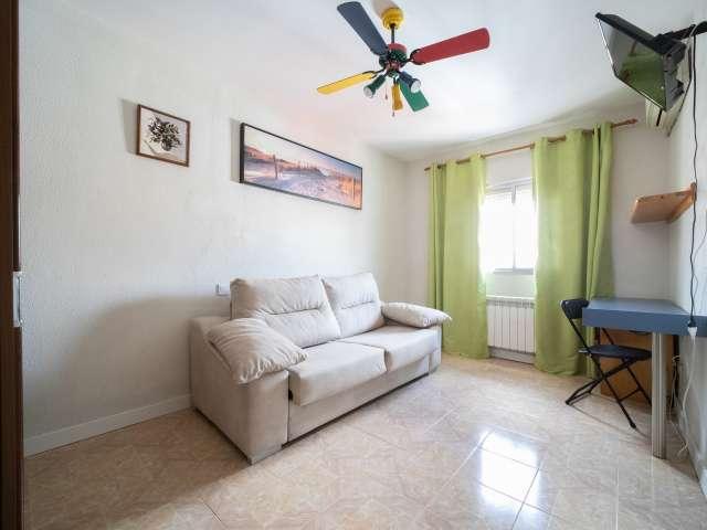 Furnished room in apartment Puente de Vallecas, Madrid