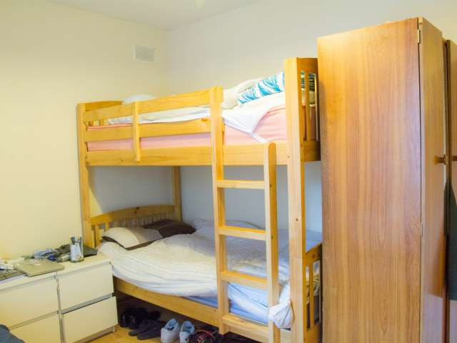 Good shared room in shared apartment in Broadstone