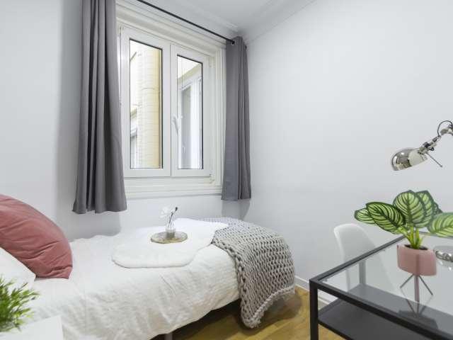 Charming room in 9-bedroom apartment in Retiro, Madrid