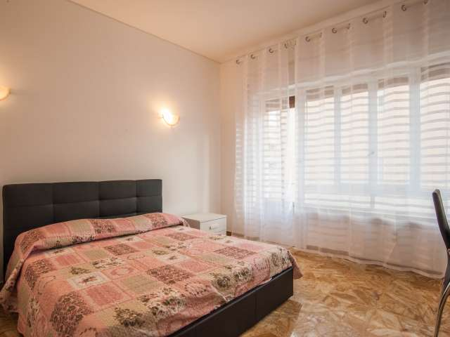 Bright room in 5-bedroom apartment in Balduina, Rome