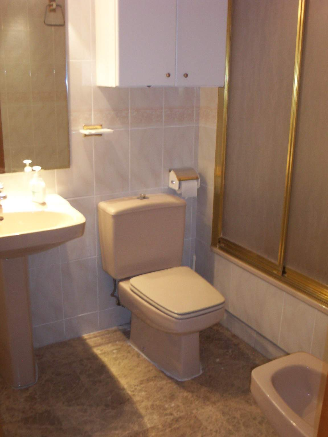 En-suite bathroom (bedroom 4)
