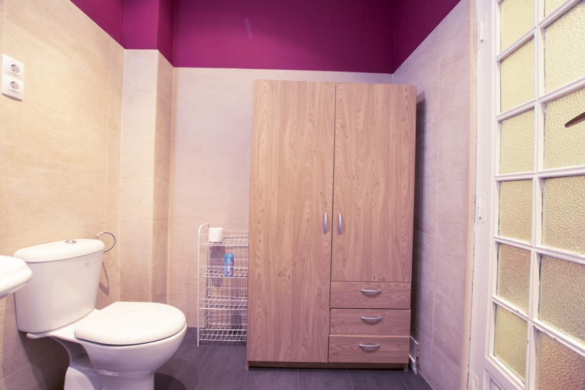 Bedroom 2 - en-suite bathroom