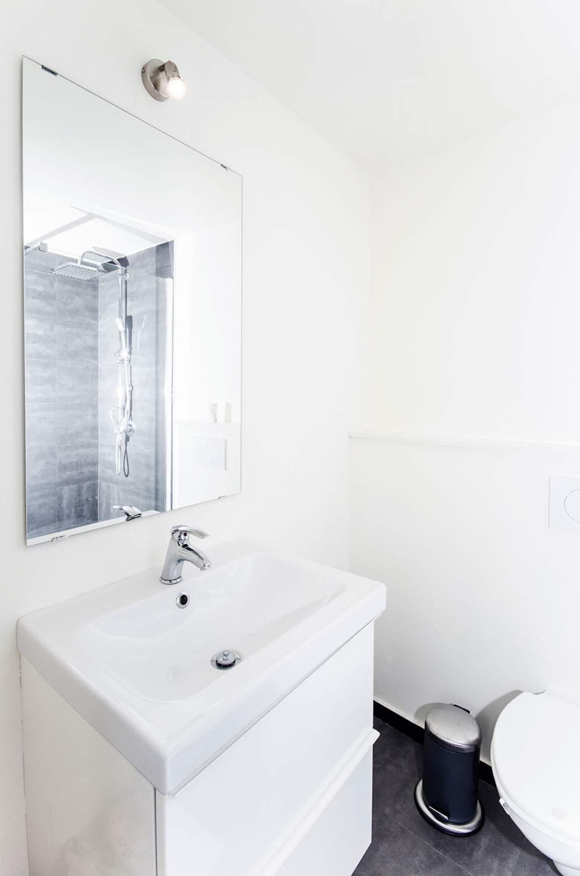 Bathroom bedroom 8
