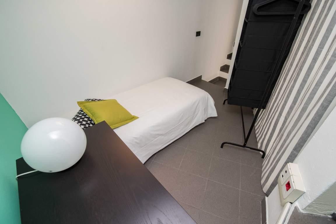 Bedroom (upper)