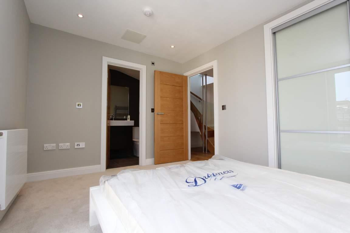 Room 3 (C)