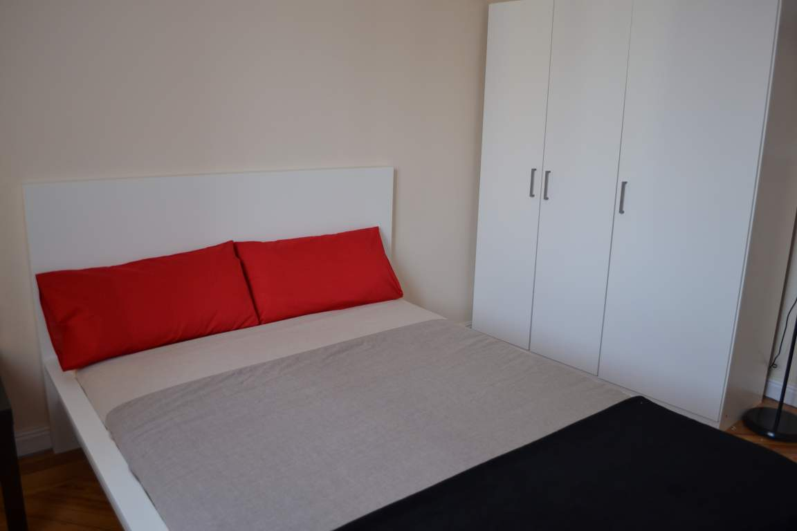 Room 6 double bed 80301