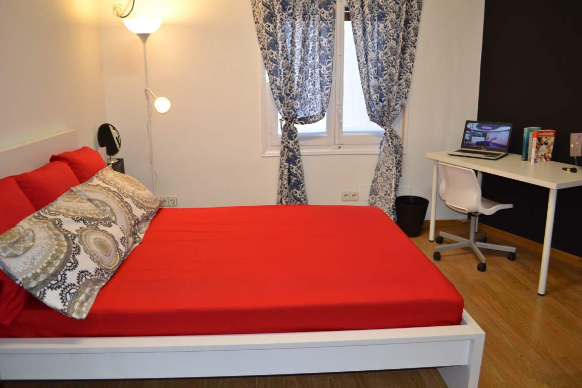 Room 9 double bed 80375