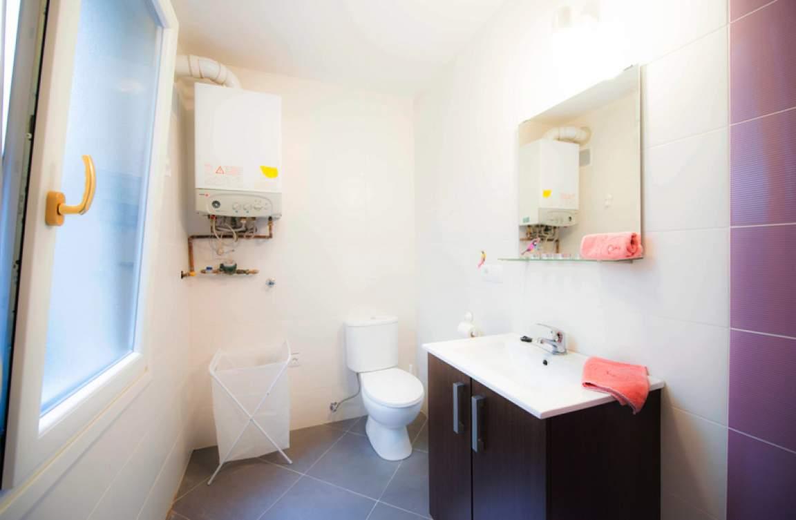 Ensuite bathroom - bedroom 3