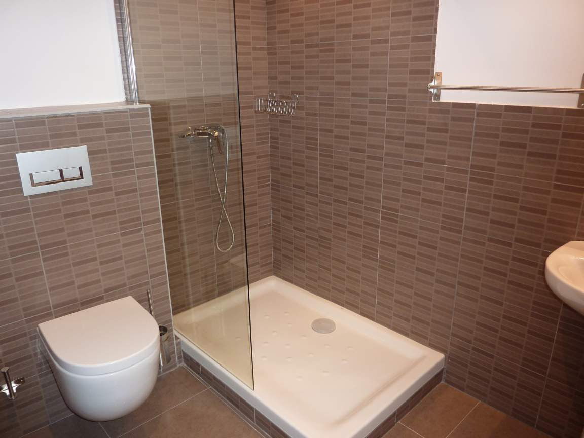 Ensuite bathroom, bedroom 1