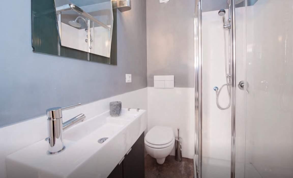 Ensuite bathroom bedroom 4