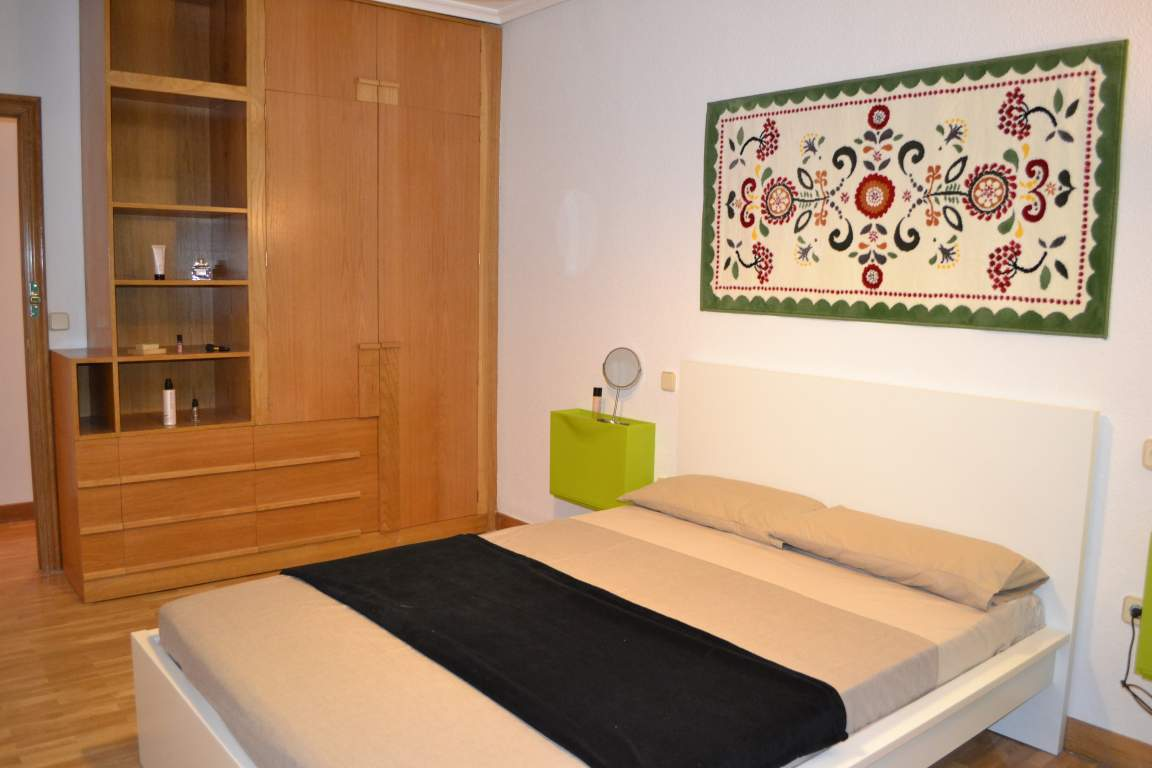 Room 4 double bed 80630