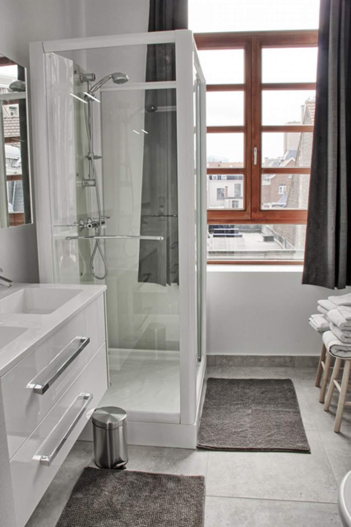 Bathroom Room 6