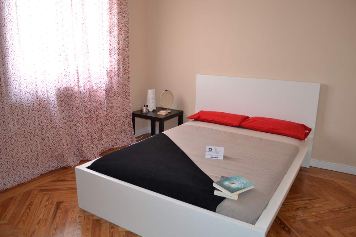 Room 4 Double bed 80299
