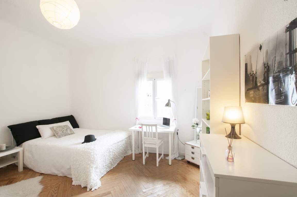 Bedroom Momo