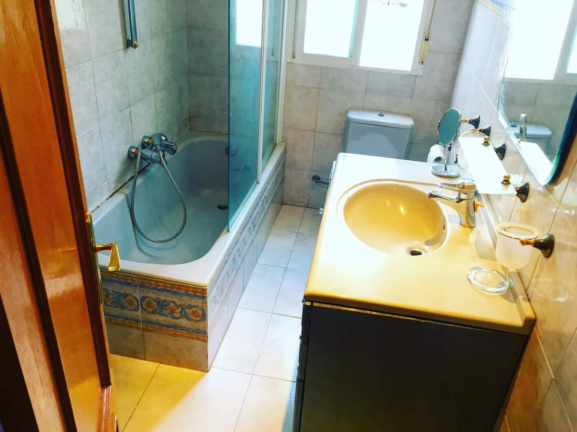 Bedroom 7 (ensuite bathroom)