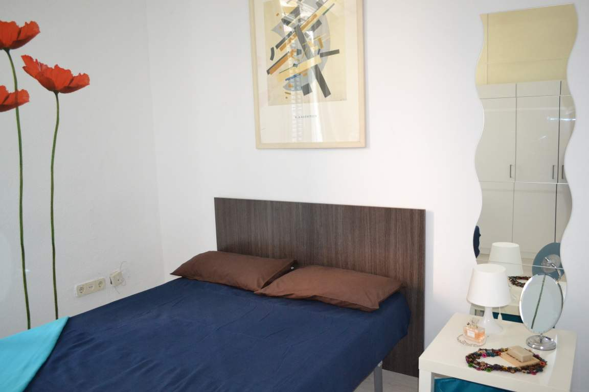 Room 5 double bed 80566