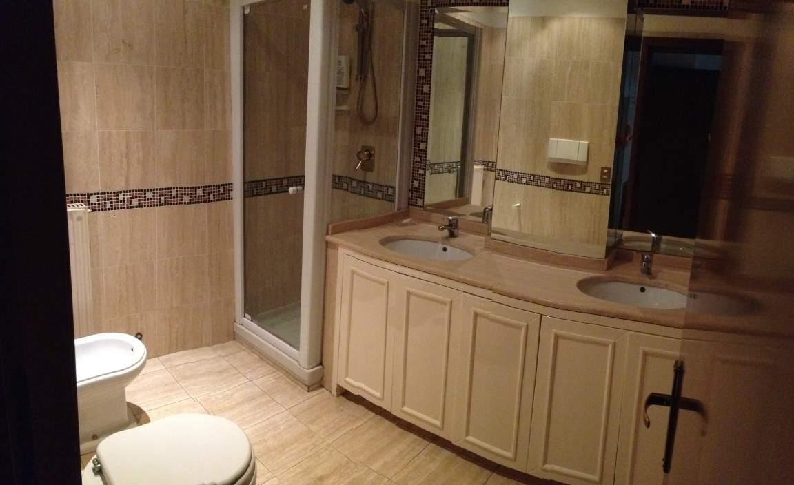 Private bathroom 4