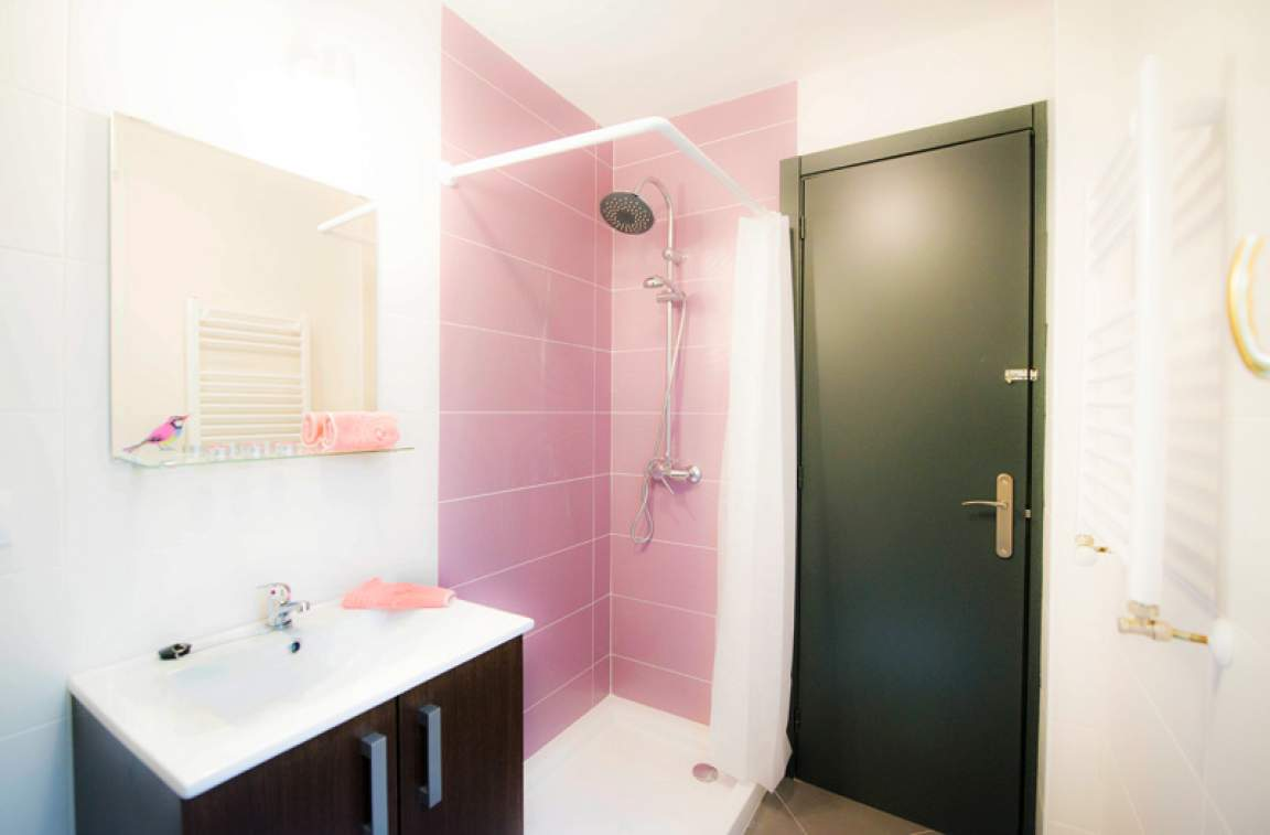 Ensuite bathroom - bedroom 3