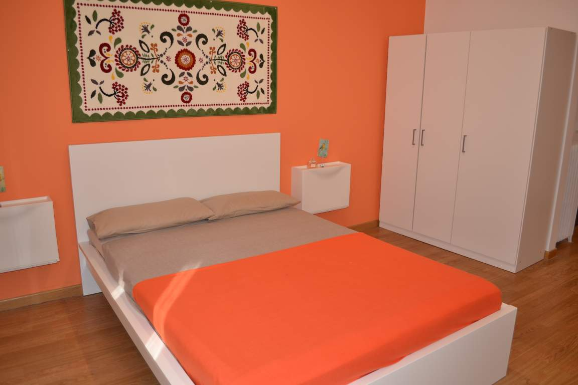 Room 5 double bed 80371