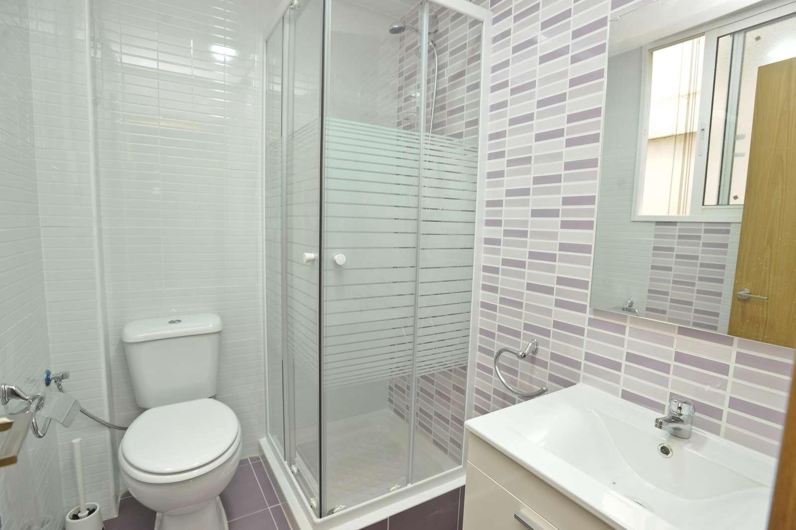 Habitaci n amueblada en piso de 7 habitaciones eixample for Piso 5 habitaciones valencia