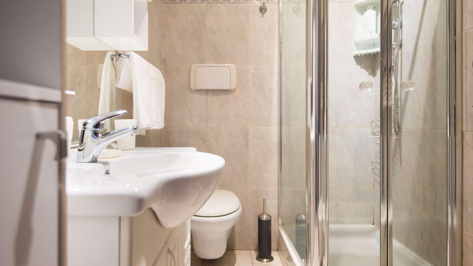 Appartamento 3 Camere Da Letto Milano : Camera singola in appartamento con camere da letto