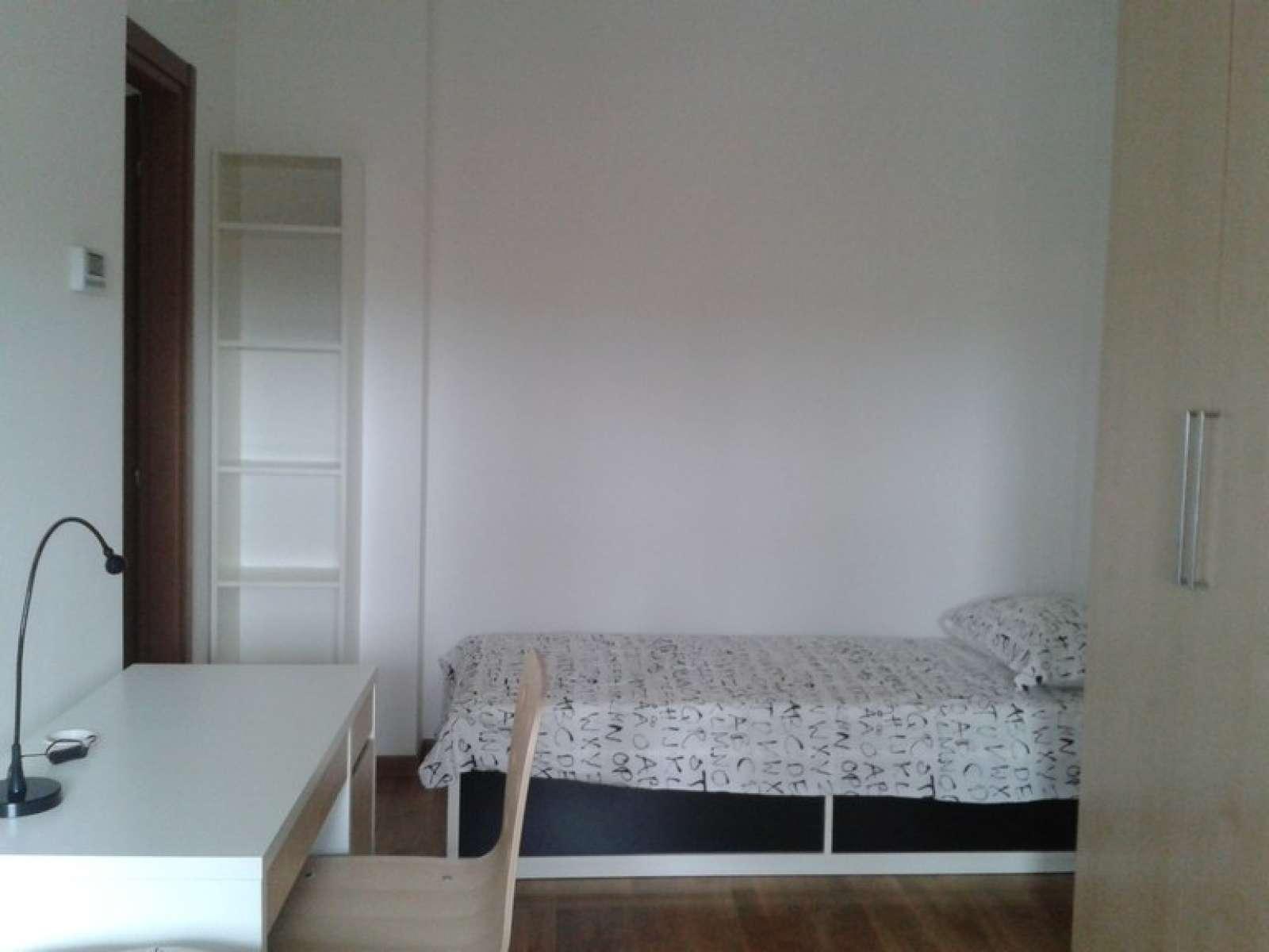 Appartamento 3 Camere Da Letto Milano : Camera singola in appartamento con camere da letto a