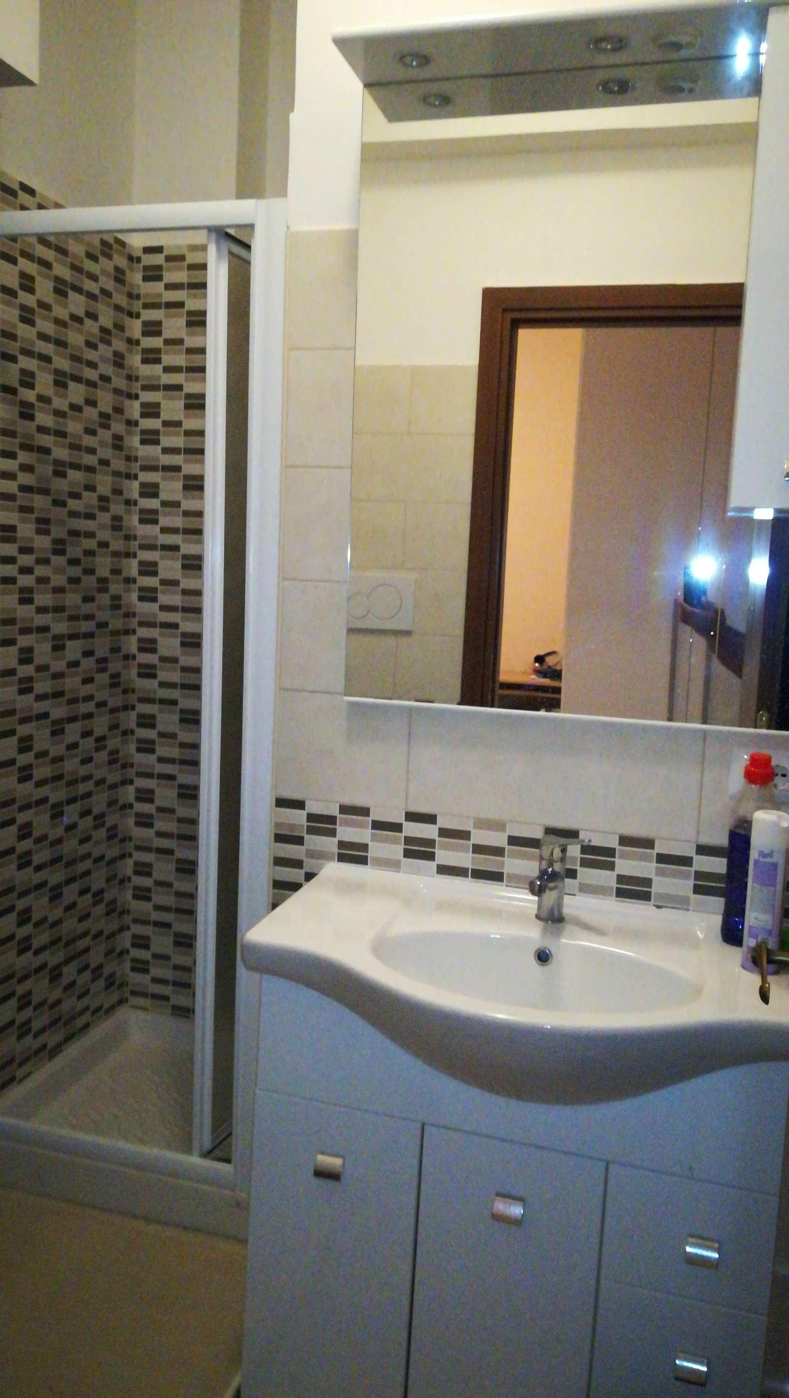 Ampia camera in appartamento con 3 camere da letto a for 3 camere da letto 3 piani del bagno