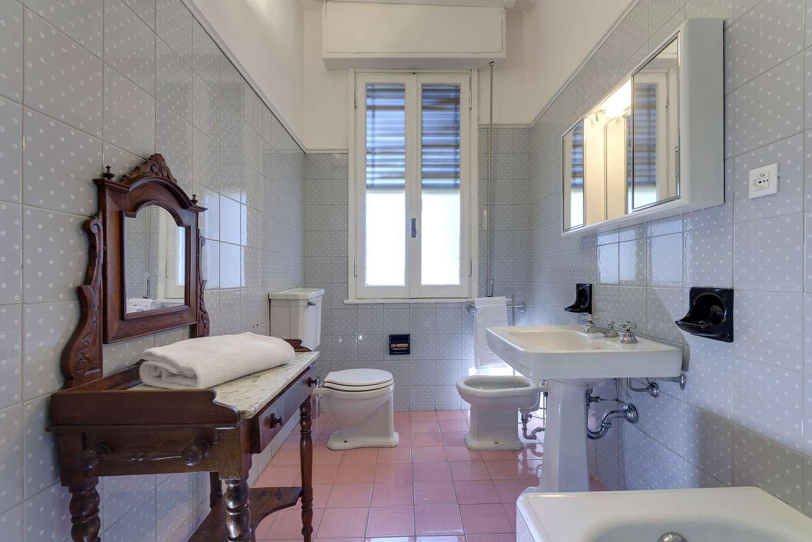 Appartamento con 3 camere da letto in affitto a campo di for 2 camere da letto 1 bagno di casa