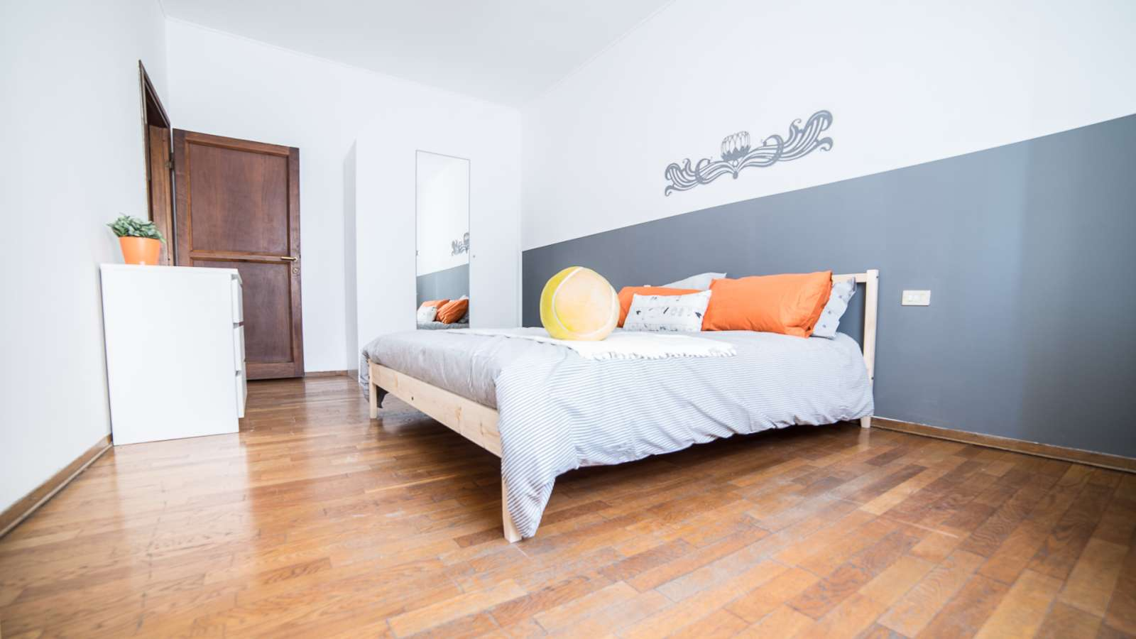 Double Room In 4 Bedroom Apartment In Navigli Milan Ref 107790 Spotahome