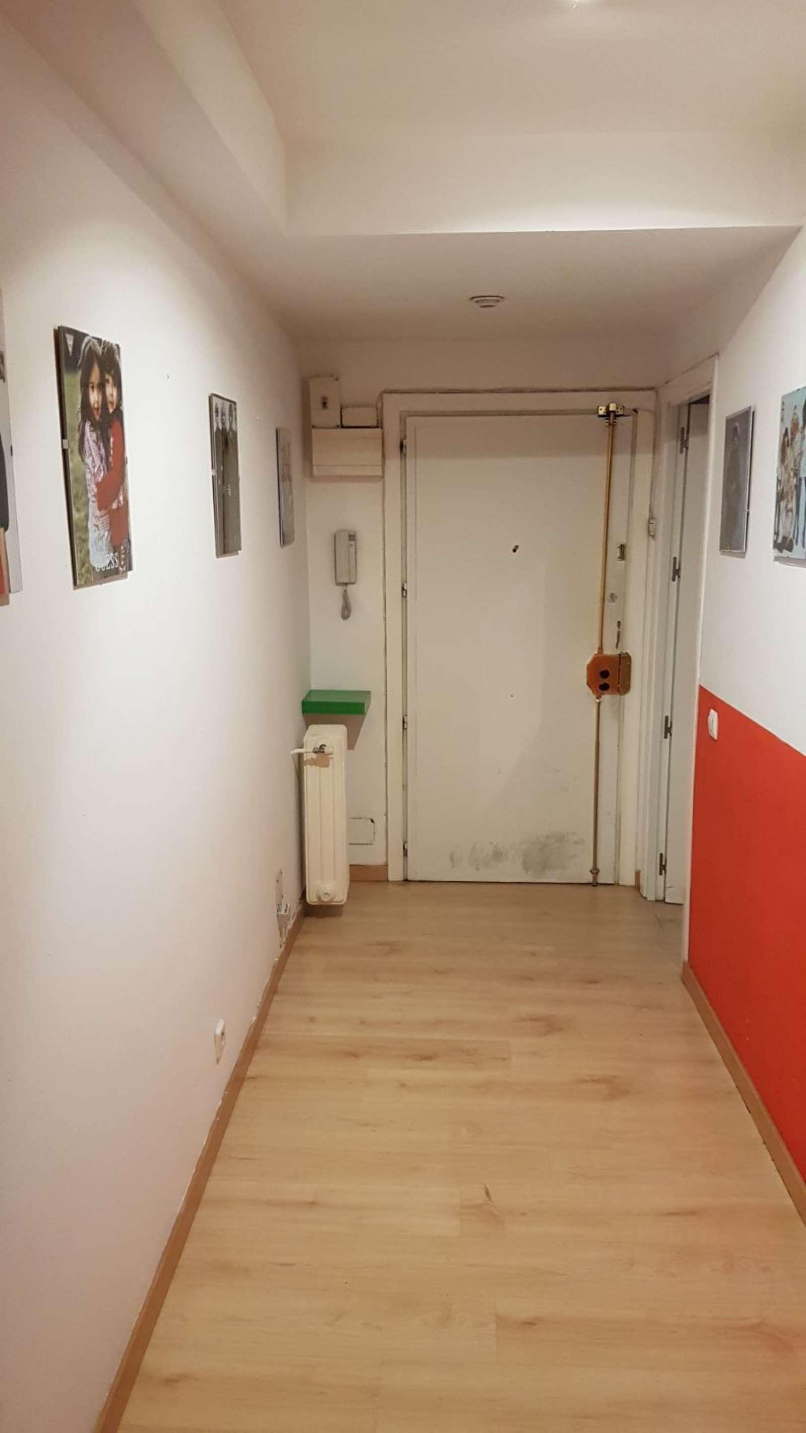 Soleada habitaci n en piso de 4 habitaciones en chueca for Piso una habitacion madrid