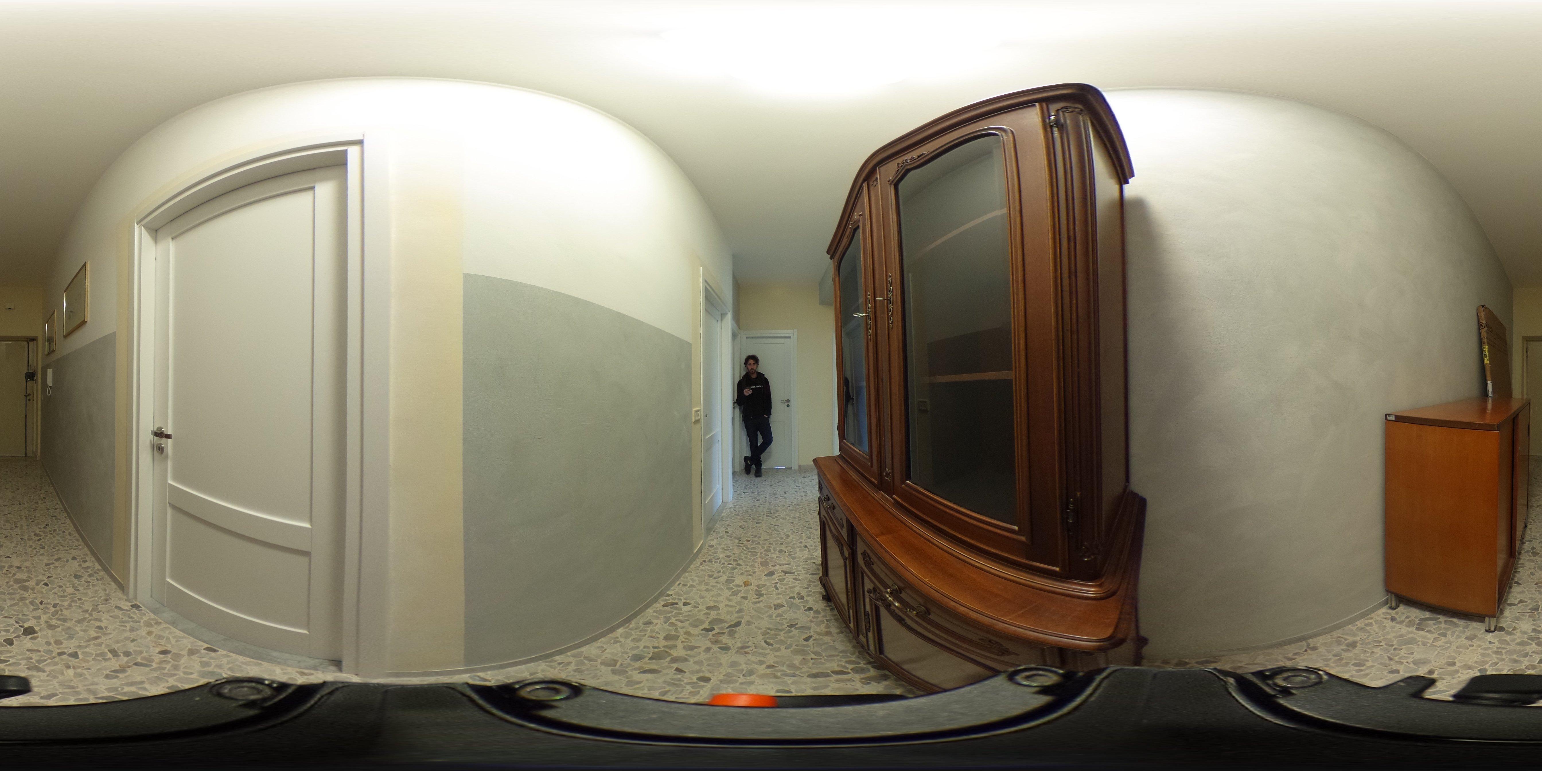 Camere Da Letto Trailer.Camera Con Balcone Privato In Affitto In Appartamento Con 3 Camere Da Letto A Tor Cervara