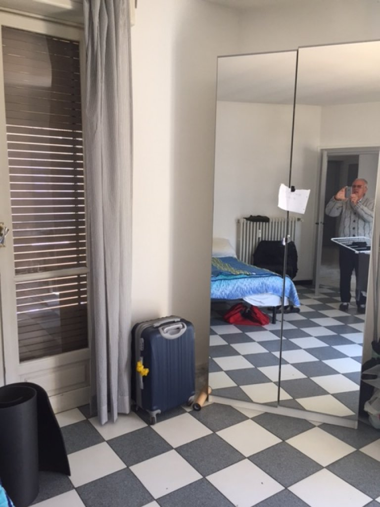 Single bedroom for rent in 5-bedroom apartment, Turin