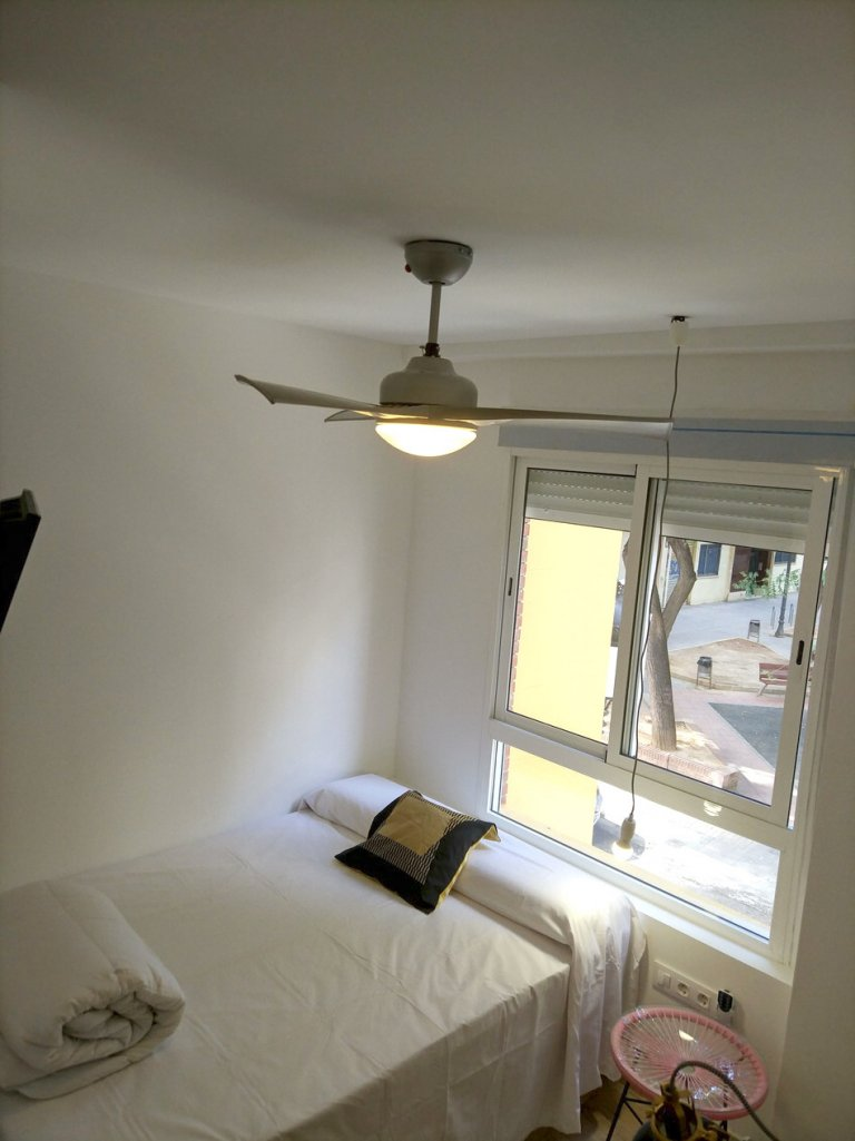 Room to rent in 4-bedroom apartment in Camins al Grau