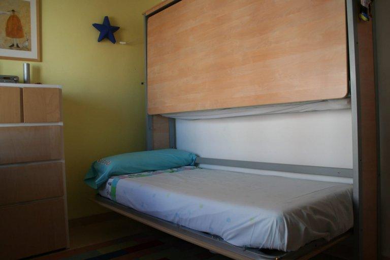 Camera in affitto in appartamento con 2 camere da letto a El Cabanyal